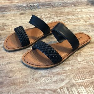 NWT Comfortview black flat faux leather sandals